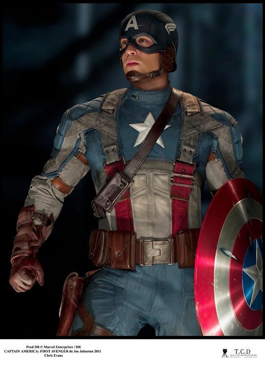 Chris Evans za hlavní roli ve filmu Captain America: První Avenger dostal 7 miliónů. Dnes mu platí výrazně víc.