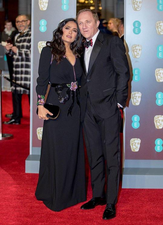 Salma s manželem, jemuž vděčí za luxusní oblečení.
