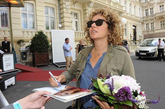 Valerii ihned uchvátili fanoušci s žádostí o podpis.
