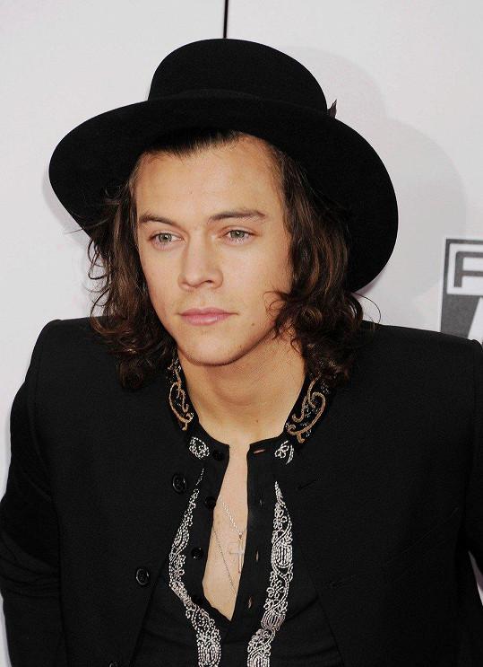 Harry Styles je podle kolegů z kapely pěkný smraďoch.