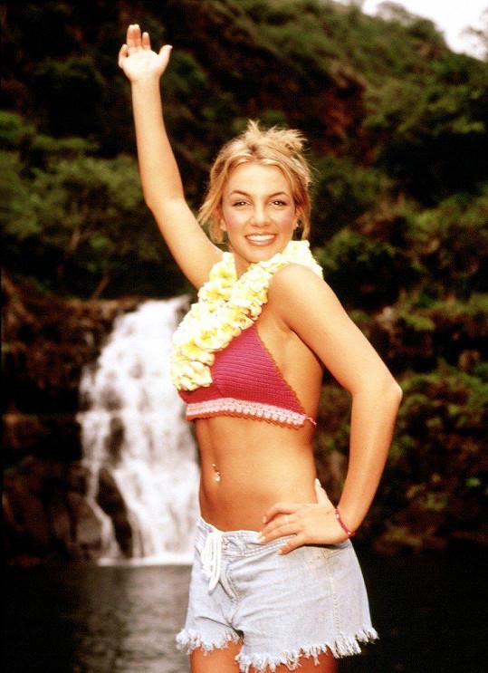 Britney si vždy potrpěla na outfity, které odhalují její bříško ozdobené piercingem.