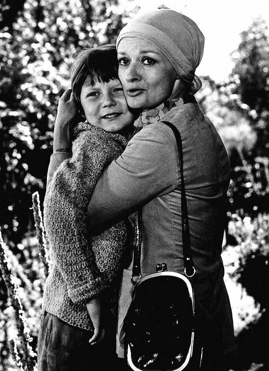Tomáš Holý s Janou Brejchovou ve filmu Na pytlácké stezce (1979)