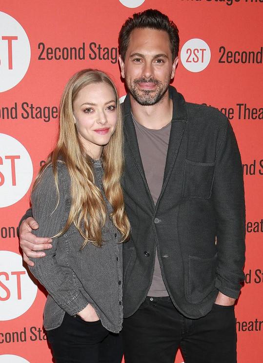 Amanda a Thomas se v září zasnoubili.