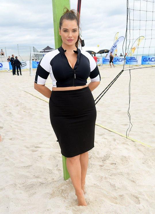 """Tara Lynn se objeví v plavkovém vydání magazínu Sports Illustrated. Už teď jí přezdívají """"Tělo""""."""