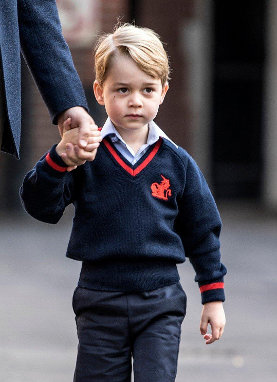 Princ George nevypadal, že by se do školy těšil.