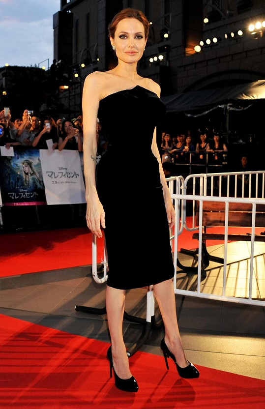 Angelina Jolie je snad čím dál hubenější.