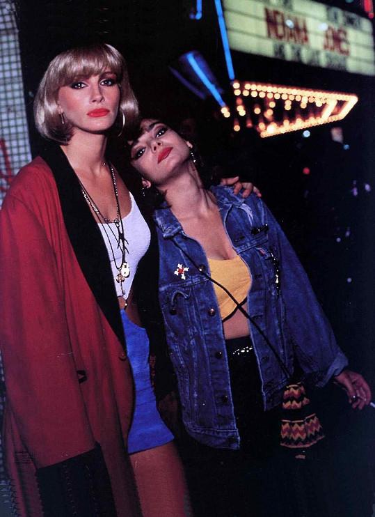 Laura San Giacomo a Julia Roberts jako Kit a Vivian ve filmu Pretty Woman (1990)