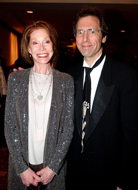 Mary Tyler Moore s manželem v roce 2005