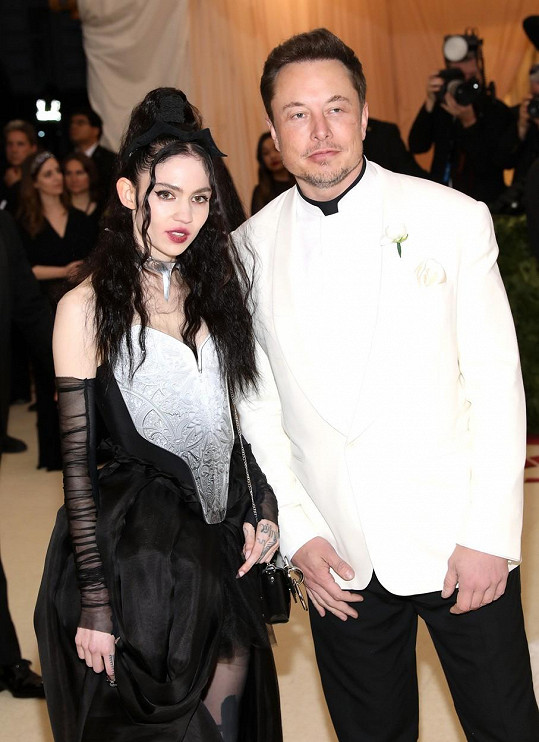 Šesté dítě mu porodila zpěvačka Grimes.