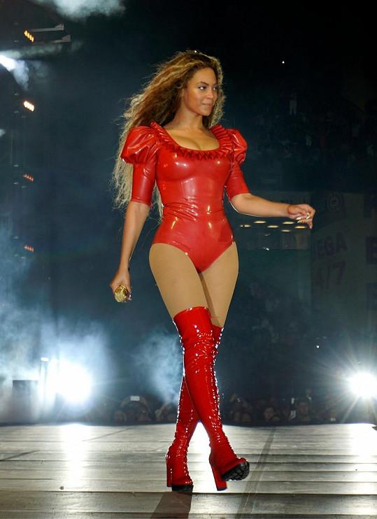 Před rokem Beyoncé zahájila své Formation Tour.