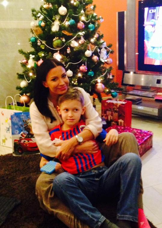 Gábina Partyšová se synem Kristianem, který po půl roce školní docházky dovede plynule číst.