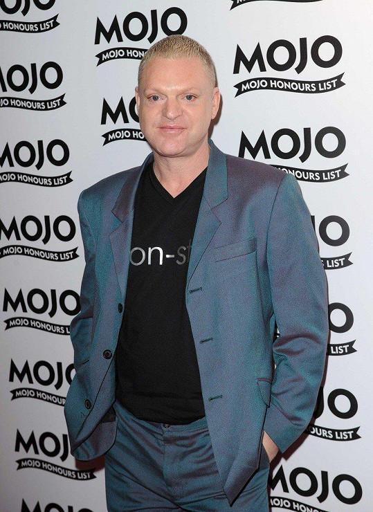 Andy Bell z popového dua Erasure je také HIV pozitivní.