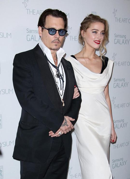 Johnny Depp si Amber vzal letos v únoru.