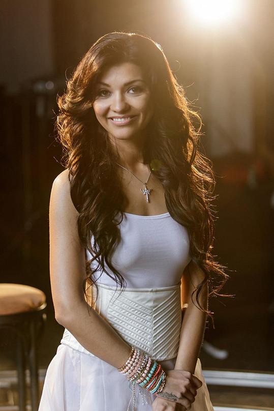 Dáša Mamba Šarközyová už má singl, k němuž natočila videoklip.