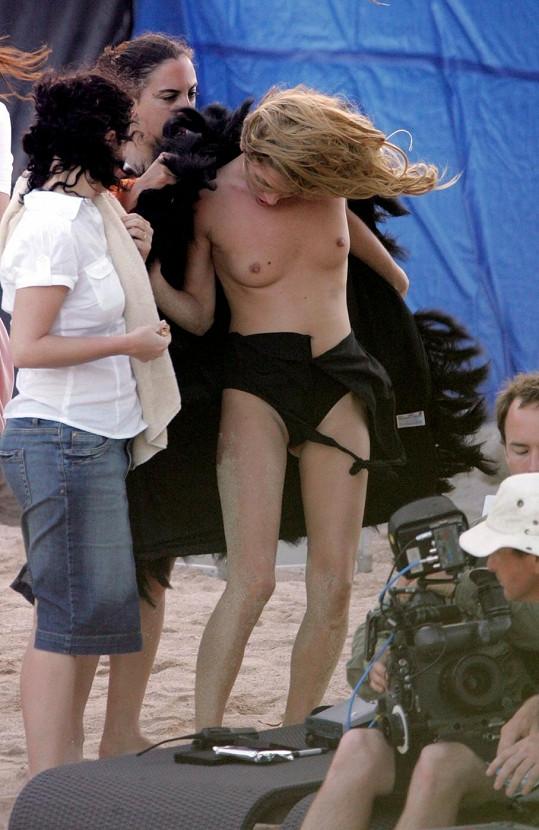 Kate Moss nikdy nepatřila mezi stydlivé modelky.
