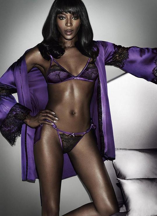 Naomi zazářila ve žhavé kampani.