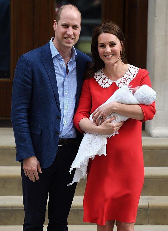 William s manželkou Kate a nejmladším potomkem, princem Louisem