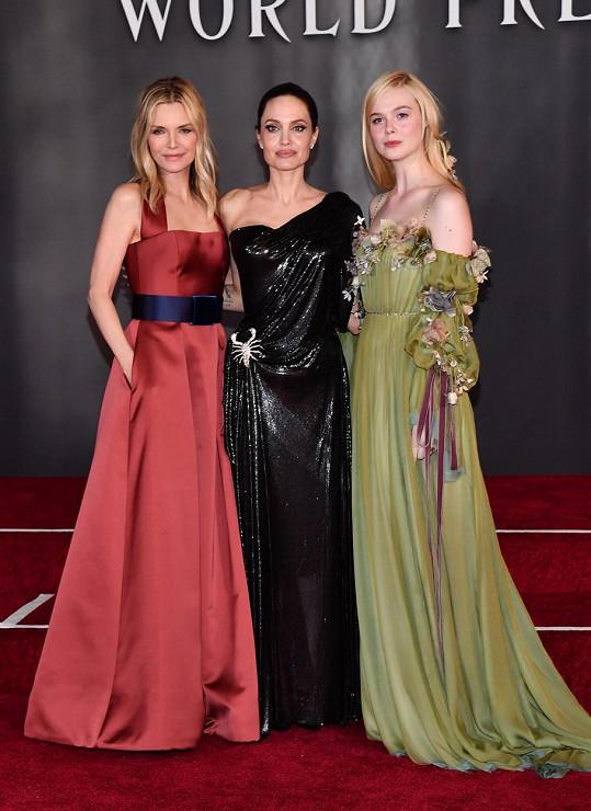 Zleva Michelle Pfeiffer, Angelina Jolie a Elle Fanning