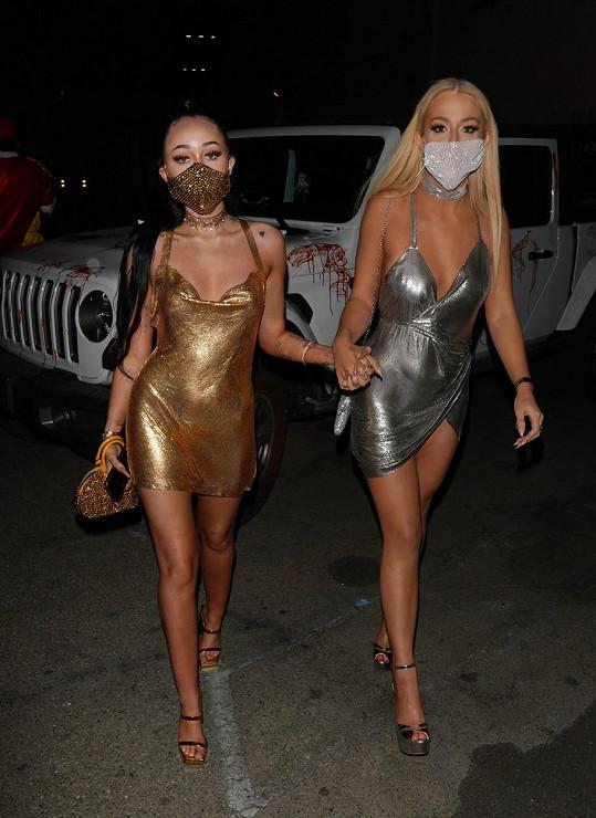 Noah Cyrus a youtuberka Tana Montague se převlékly za Kim Kardashian a Paris Hilton.