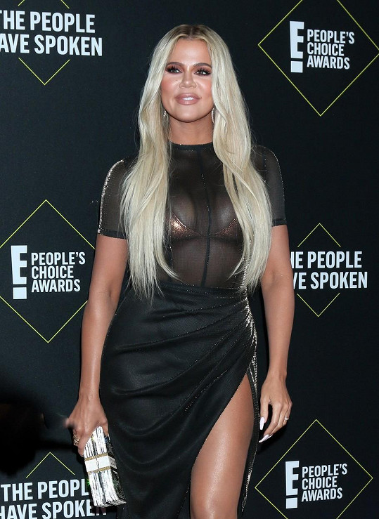 Uniklý snímek Khloé Kardashian v bikinách se hodně řeší.