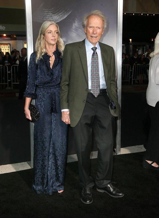 Clint Eastwood s o 33 let mladší partnerkou Christinou Sanderou