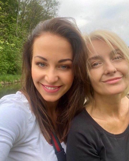 Agáta s mámou Veronikou Žilkovou