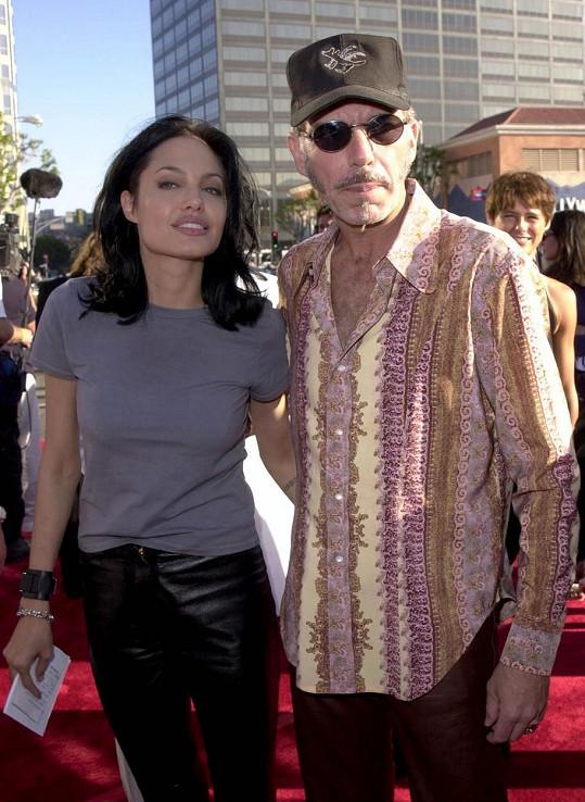 I Angelina Jolie a Billy Bob Thornton si vyměnili ampulky s krví na důkaz lásky.