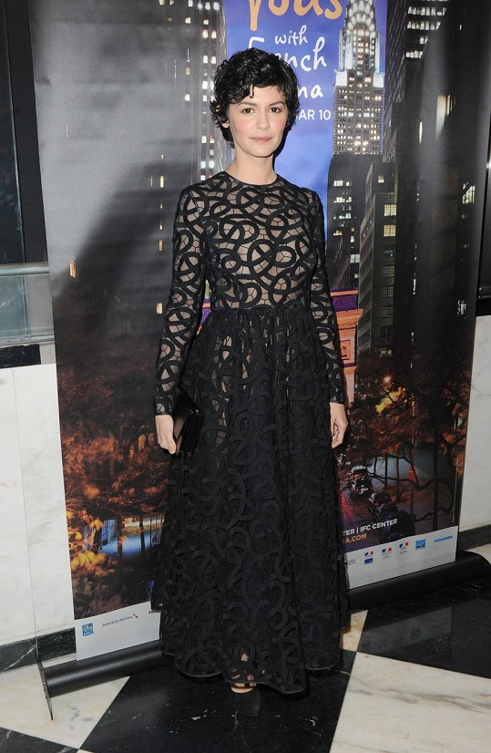 Audrey Tautou zvolila odvážné a přesto velmi něžné šaty.