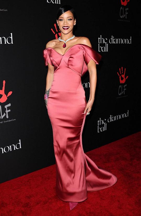 Rihanna na gala večeru zazářila.