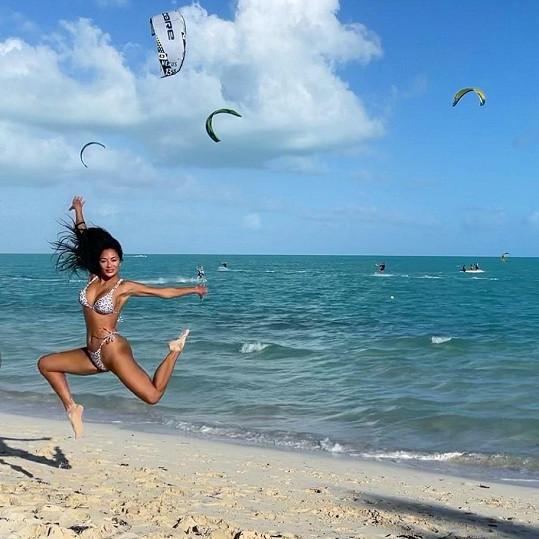 Nicole Scherzinger vypadá v plavkách božsky.