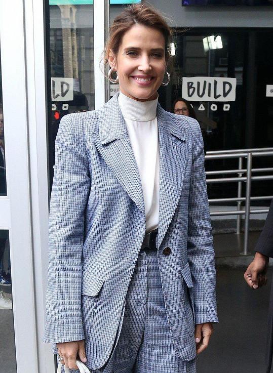 Cobie Smulders hovořila v souvislosti s iniciativou Not on My Watch pomáhající ženám s rakovinou.