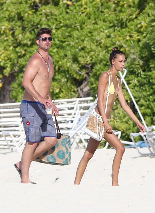 Robin Thicke a April Love Geary tráví volný čas na Bahamách.