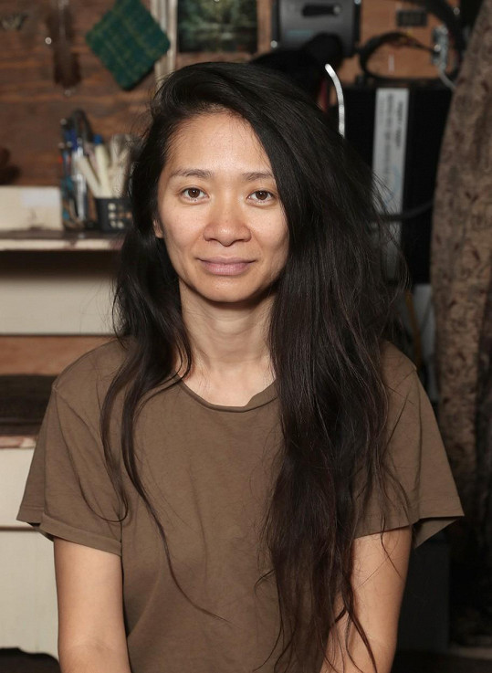 Chloé Zhao, režisérka a scenáristka filmu Život nomádů, který dostal nominaci na nejlepší film - drama a herecký výkon Frances McDormandové.