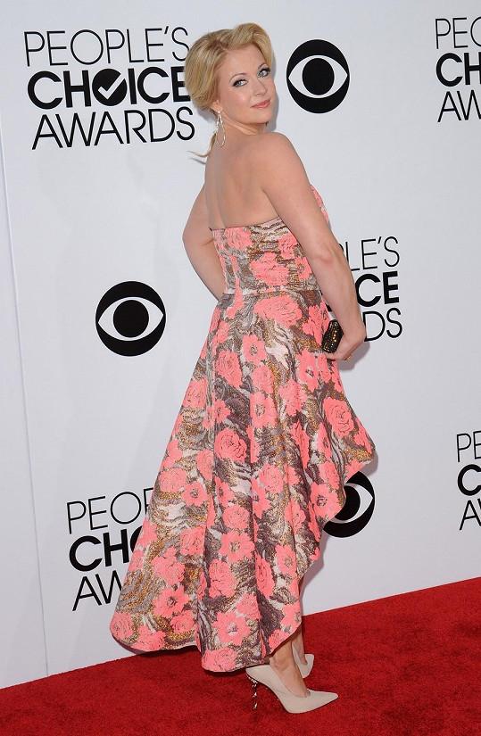 Na People's Choice Awards 2014 jí to náramně slušelo.