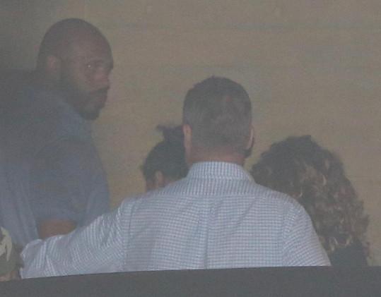 Před dvěma dny vyrazila Beyoncé na večeři s manželem. Tohle je její vůbec první fotka od doby, kdy dvojčata přivedla na svět.