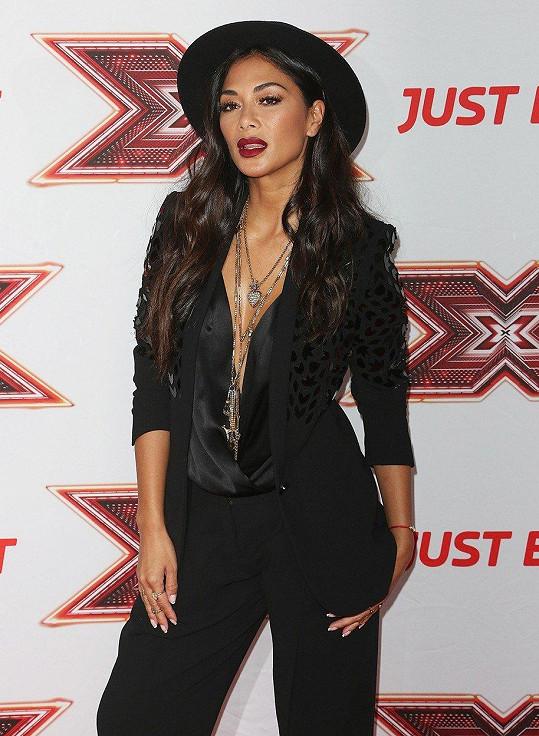 V odvážném outfitu předstoupila porotkyně britské série X Factoru Nicole Scherzinger.