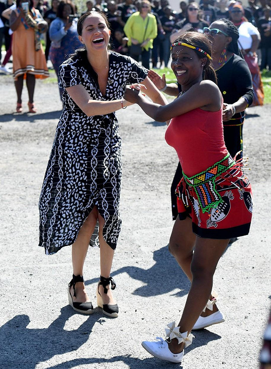 Vévodkyně výzvu k tanci přijala s větším nadšením než její muž.