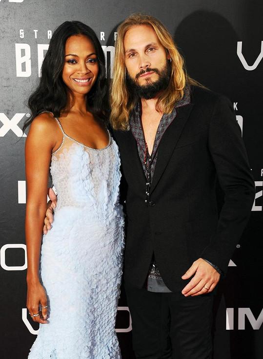 Herečka s manželem na premiéře filmu Star Trek: Do neznáma