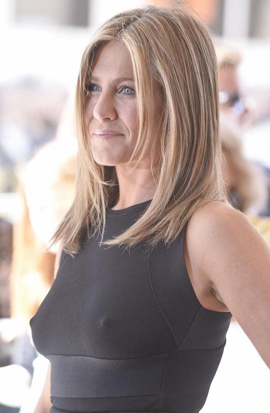 Jennifer Aniston na premiéře filmu Cake