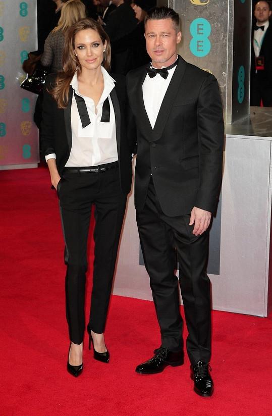 Sladění Angelina a Brad na udílení cen BAFTA v Londýně