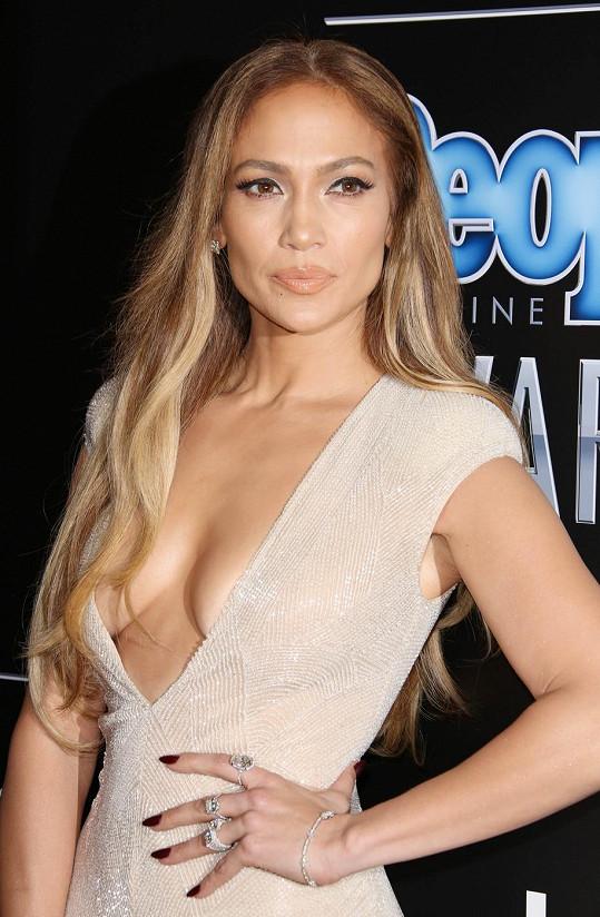 Jennifer byla na cenách časopisu People velmi odvážná.
