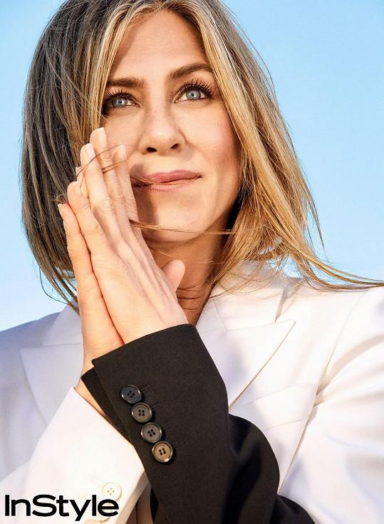 Jennifer Aniston se stárnutí nebojí, jen šediny ji děsí.