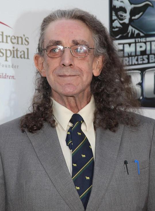 Peter Mayhew skončil se zápalem plic v nemocnici.