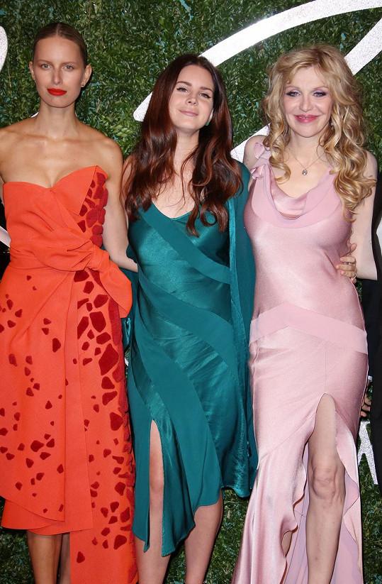 S Lanou Del Rey a Karolínou Kurkovou