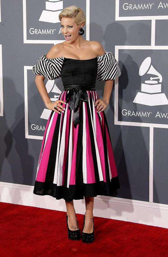 Jako bavorská selka na diskotéce v osmdesátých letech se předvedla vítězka poslední řady reality show Amerika hledá topmodelku Lisa D'Amato.