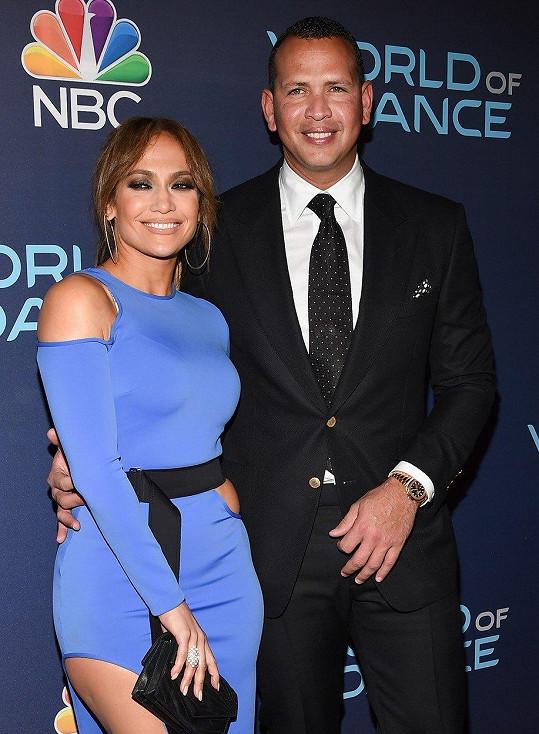 Jennifer Lopez je zasnoubená s o 6 let mladším Alexem Rodriguezem.