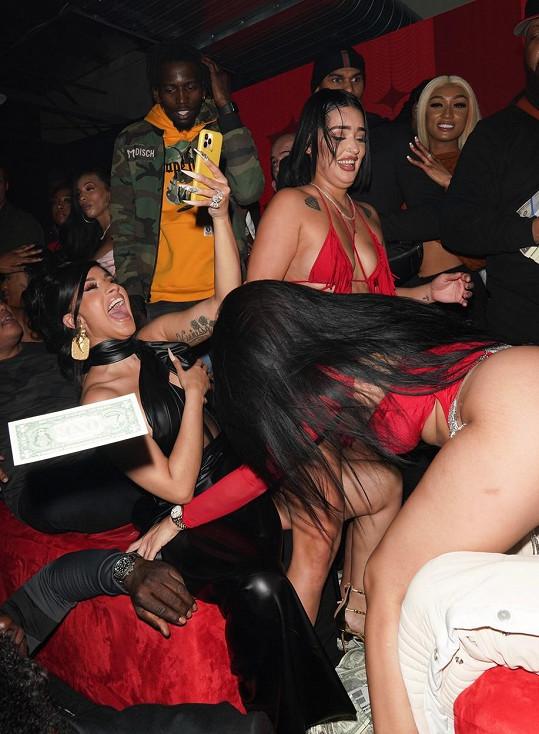 Cardi B to se striptérkami pořádně rozjela.