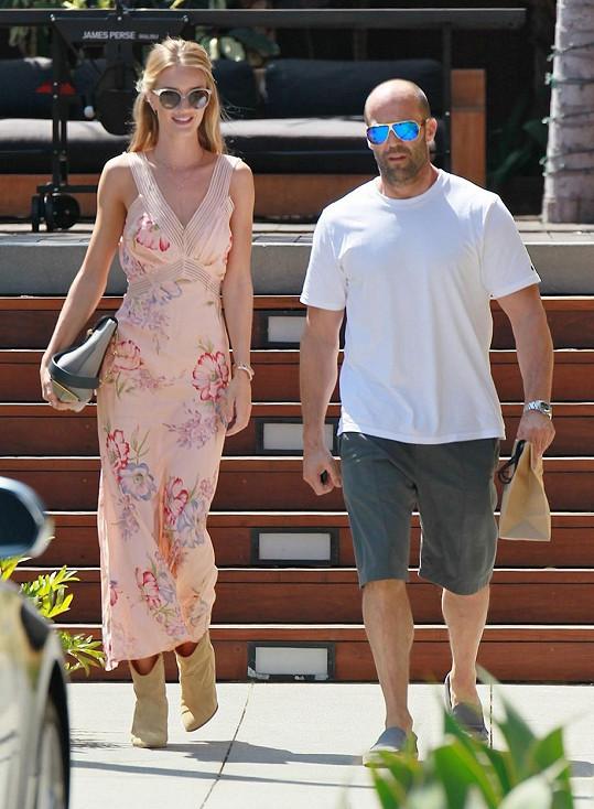 Rosie je zadaná, jejím přítelem je Jason Statham.