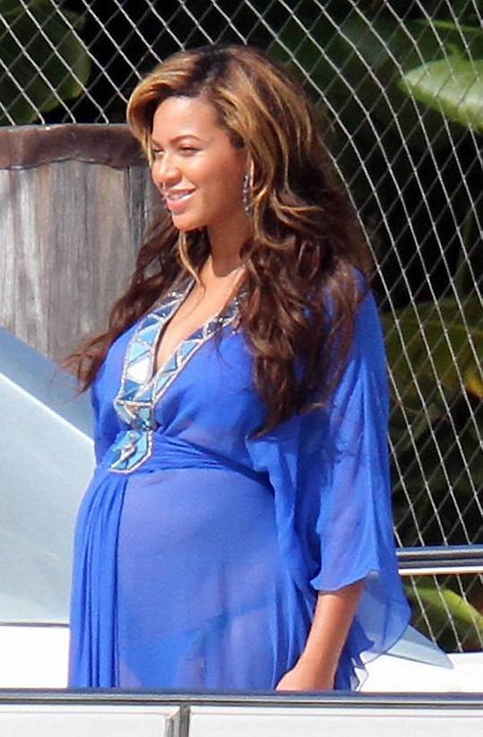 Beyoncé si připadala v těhotenství tlustá.
