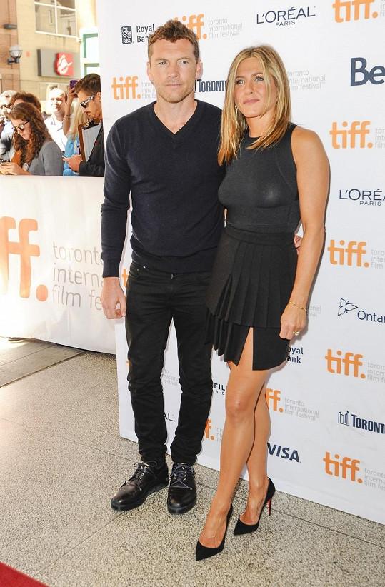 Aniston do Toronta přicestovala s kolegou Samem Worthingtonem.